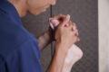 足の裏が痛い!足底腱膜炎(足底筋膜炎)が起こるメカニズムと治療・リハビリ方法